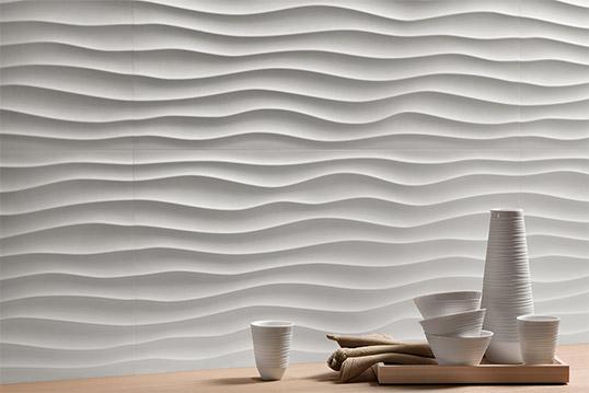 Белая рельефная плитка волной