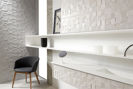 Серо-белая рельефная плитка под камень