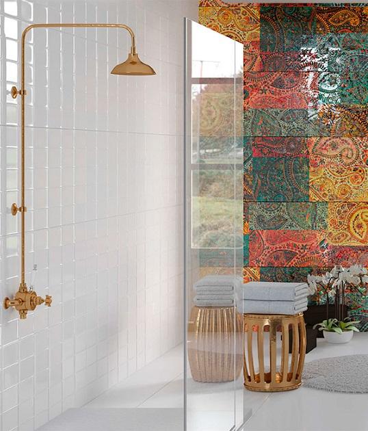 Рельефная плитка с восточным шиком для ванной