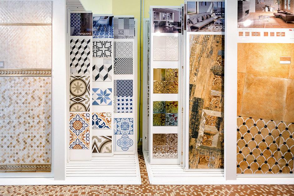Самый большой выбор плитки в Москве: под дерево разных пород, последние графические принты, дизайнерская 3D, изразцы ручной работы, азулежу, керамогранитная мозаика, мозаика с золотыми блесками, пэчворк, в стиле прованс, 200 оттенков моноколоров