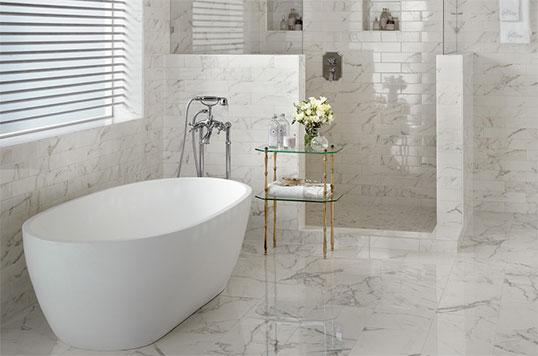 Настенная плитка под белый мрамор для ванной комнаты