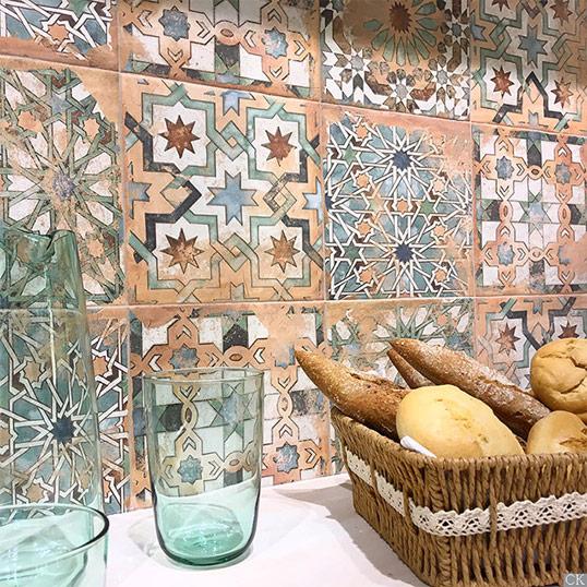 Сказочная плитка пэчворк в средиземноморском стиле