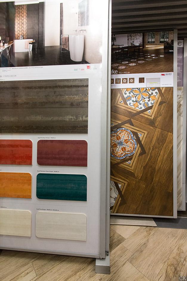 Образцы плитки в магазине на Нахимовском