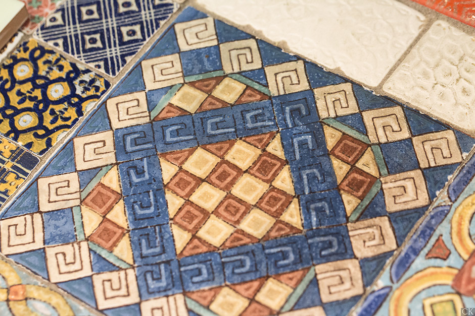 Самобытная необычная плитка в магазине Санта керамика