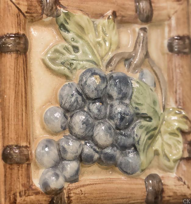 Декоры фрукты в магазине плитки