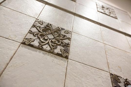 Классическая плитка с резными орнаментами для ванной и кухни