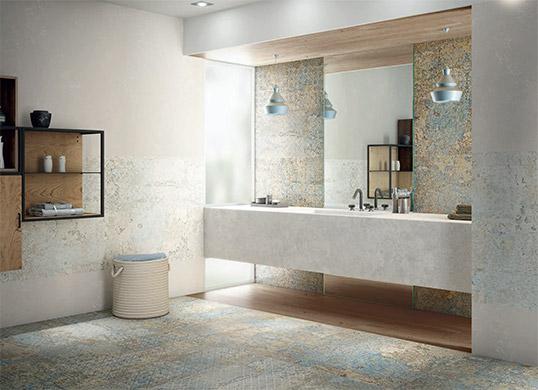 Дизайнерская плитка в голубых тонах для ванной комнаты