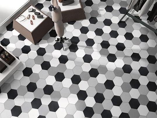 Однотонная шестиугольная плитка в черно-белой гамме