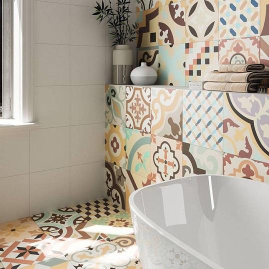 Бесшовная плитка белого цвета с викторианскими декорами