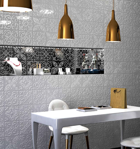 Белая рельефная плитка с цветочным узором
