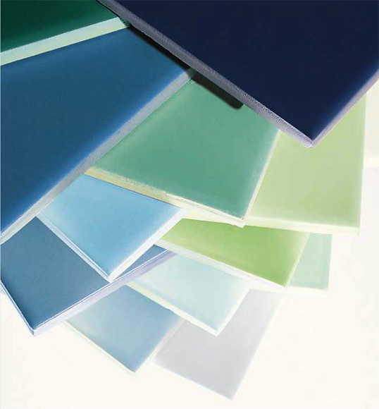 Разноцветная однотонная плитка на фартук прованс