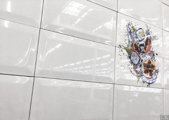 Белая глянцевая плитка кабанчик, Россия