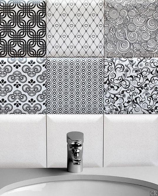 Черно-белая плитка с рисунком в ванную
