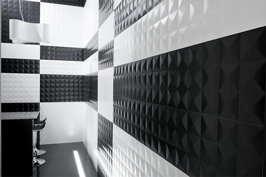 Бело черная плитка в ванную комнату, рельефная