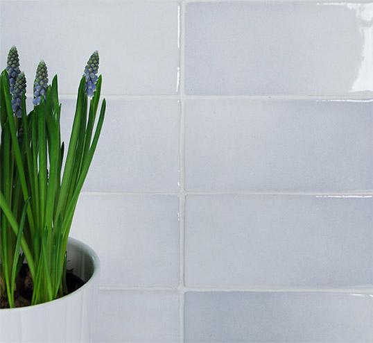 Голубая плитка под кирпич для ванной