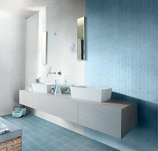 Голубая плитка для ванной, под мозаику, с цветами