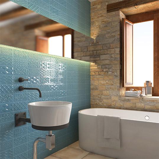 Голубая плитка для ванной в стиле пэчворк
