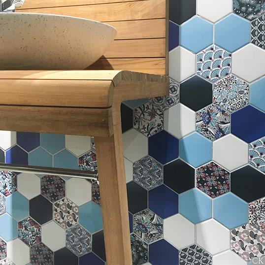 Разноцветная плитка шестиугольник в синих тонах