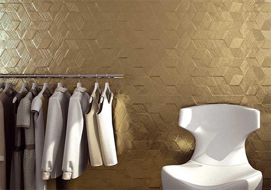 Золотая шестиугольная плитка с кубическим принтом