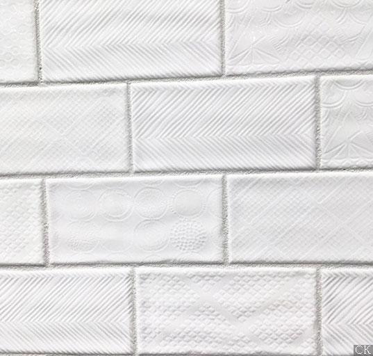 Дизайнерская плитка белый кабанчик, глянцевая