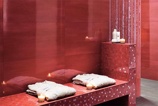Плитка красного цвета для ванной комнаты