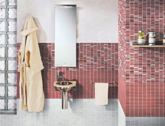 Красно-белая плитка для ванной комнаты, под мозаику