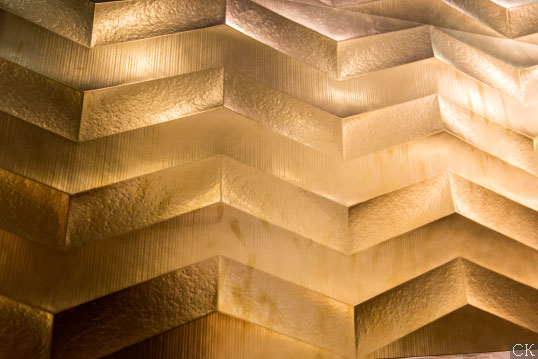 Металлизированная плитка с золотым напылением