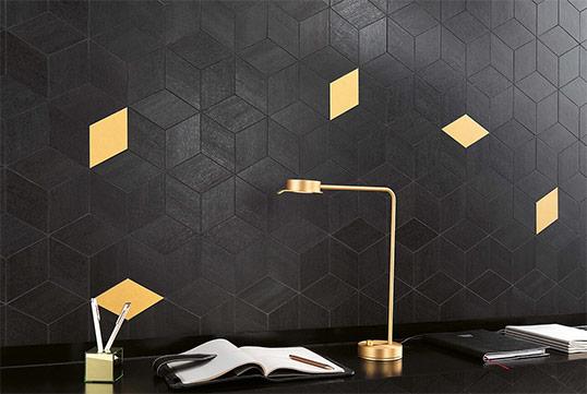 Плитка с геометрическим рисунком и с золотыми вставками