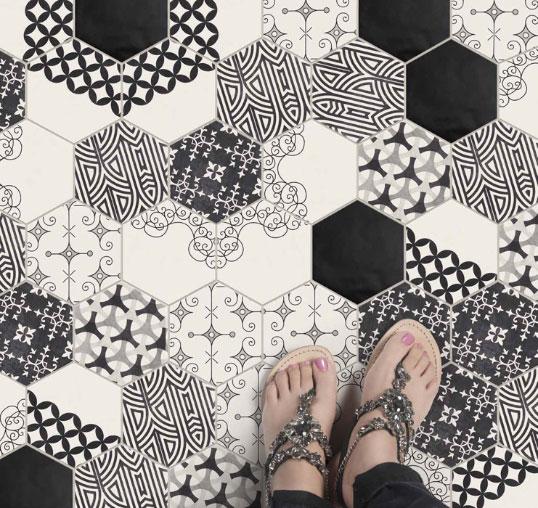 Дизайнерский керамогранит для современной ванной комнаты