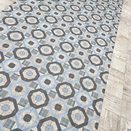 Плитка под винтажное дерево с орнаментами в колониальном стиле