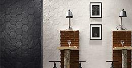 Natucer Brocat – черно-белая шестиугольная плитка с рисунком