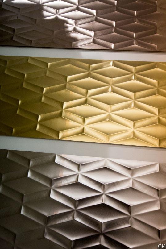 Металлизированная керамическая плитка с 3D эффектом