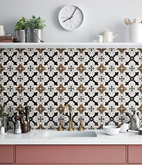 Восточная плитка с контрастным рисунком для пола и стен