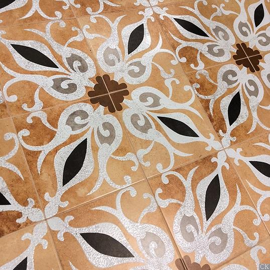 Испанская плитка с восточным орнаментом