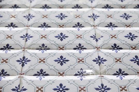 Испанская плитка с фаской с художественной росписью