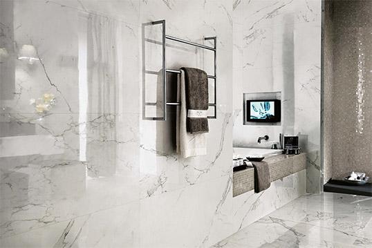 Итальянская плитка под белый мрамор большого размера для ванной