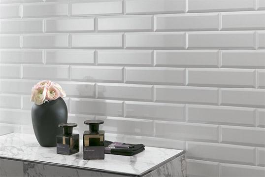 Белая плитка под кирпич для внутренней отделки