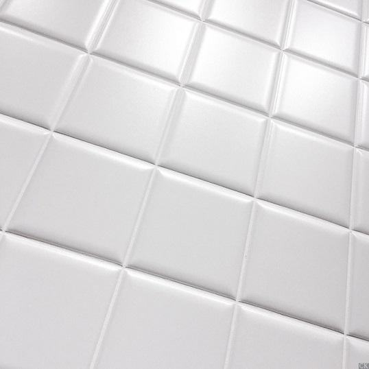 Плитка 10х10 белого цвета с небольшой фаской, новинка 2017