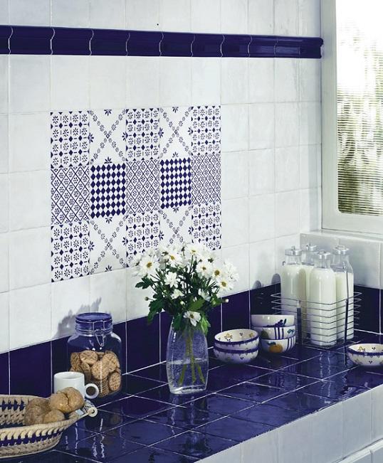 Бело-синяя керамическая плитка 15х15 см для ванной в стиле прованс