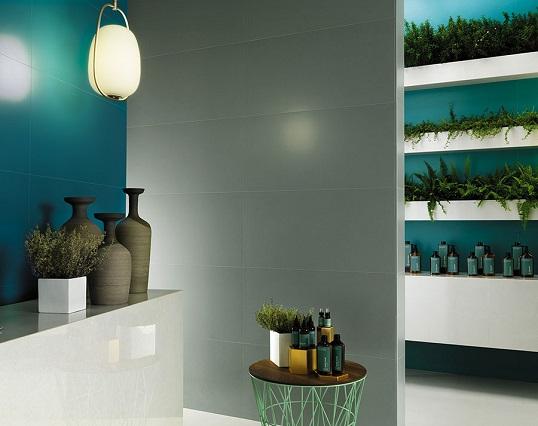 Плитка цвета шалфея для стен большой ванной