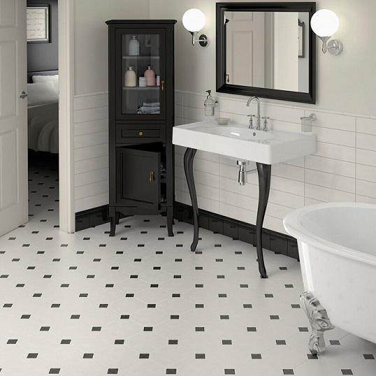 Черно-белая плитка для ванной восьмиугольной формы