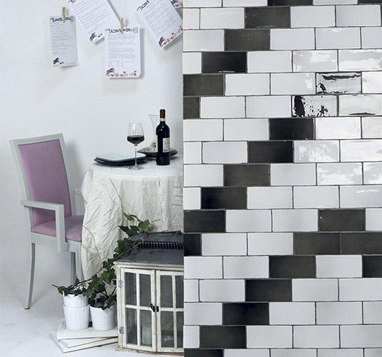 Глянцевая керамическая плитка под черный кирпич