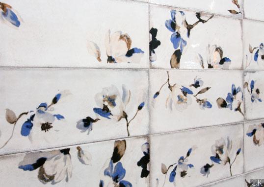 Состаренная плитка в мелкий цветочек для кухни в стиле прованс
