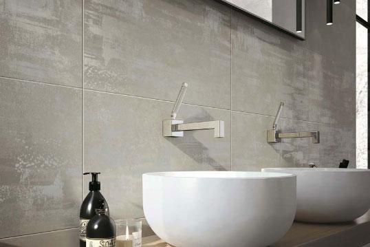 Серая плитка для ванной комнаты в стиле лофт