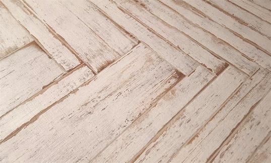 Белая плитка под состаренное дерево