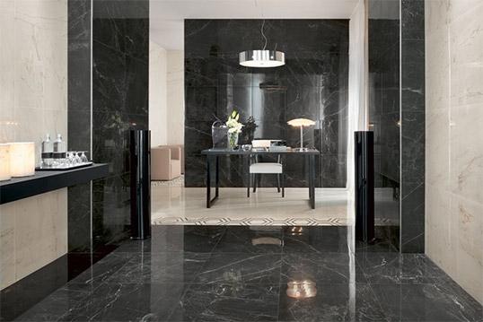 Черная плитка под камень для ванной комнаты