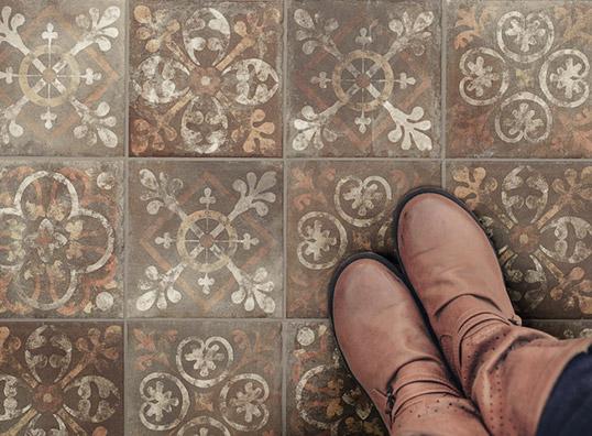 Напольная плитка с растительным орнаментом