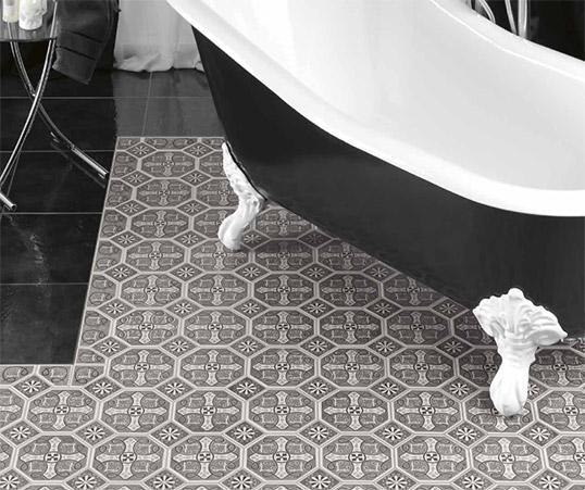 Напольная плитка с монохромным орнаментом