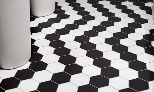 Черно-белая шестиугольная плитка