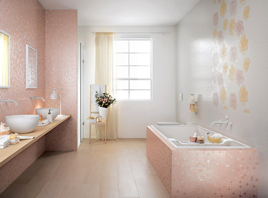 Розовая плитка с цветами